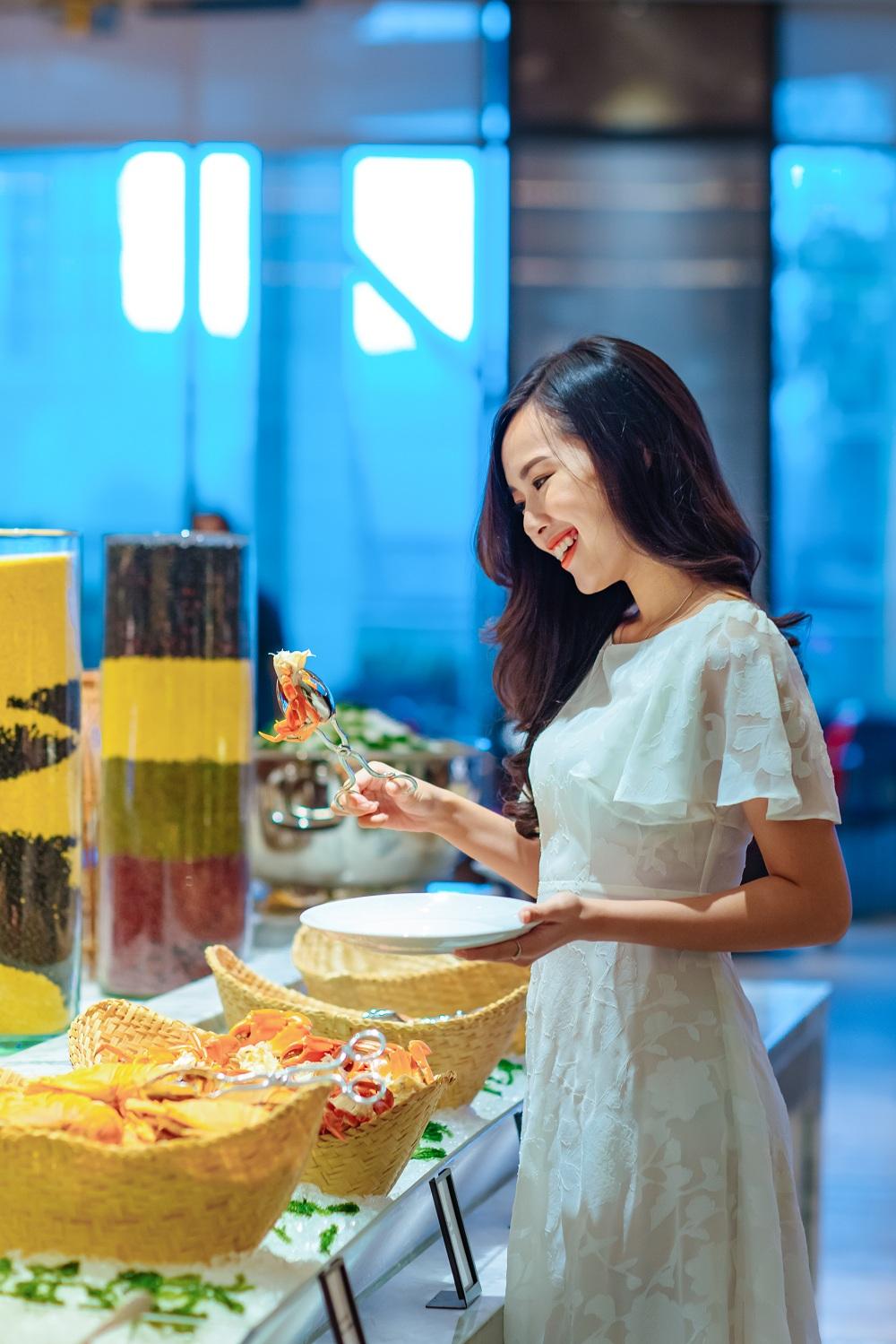 Tiec Hai San Thuong Han Hap Dan Nhat Danang Tai Hilton Nha Hang Brasserie Nam 02