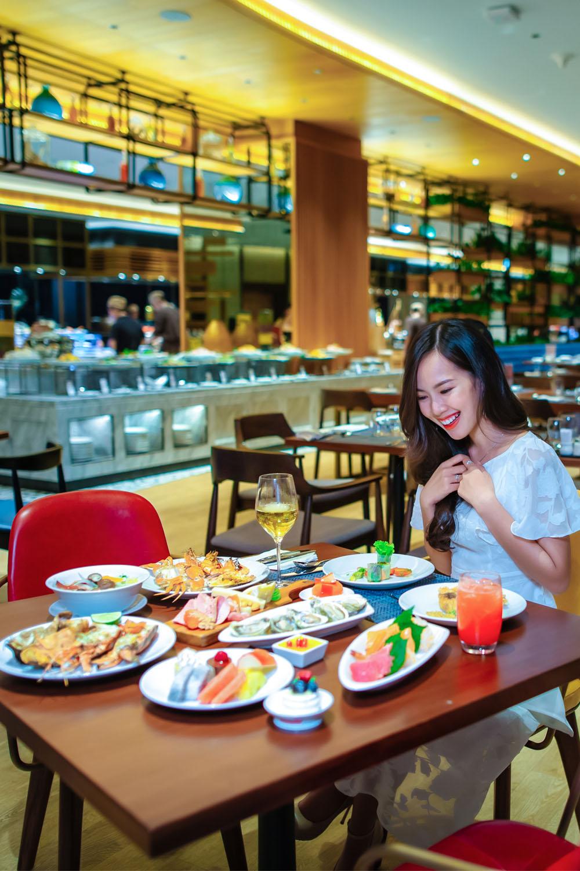 Tiec Hai San Tu Chon Hap Dan Nhat Da Nang Tai Nha Hang Brasserie Nam Hilton Danang Fantasticity Com 015