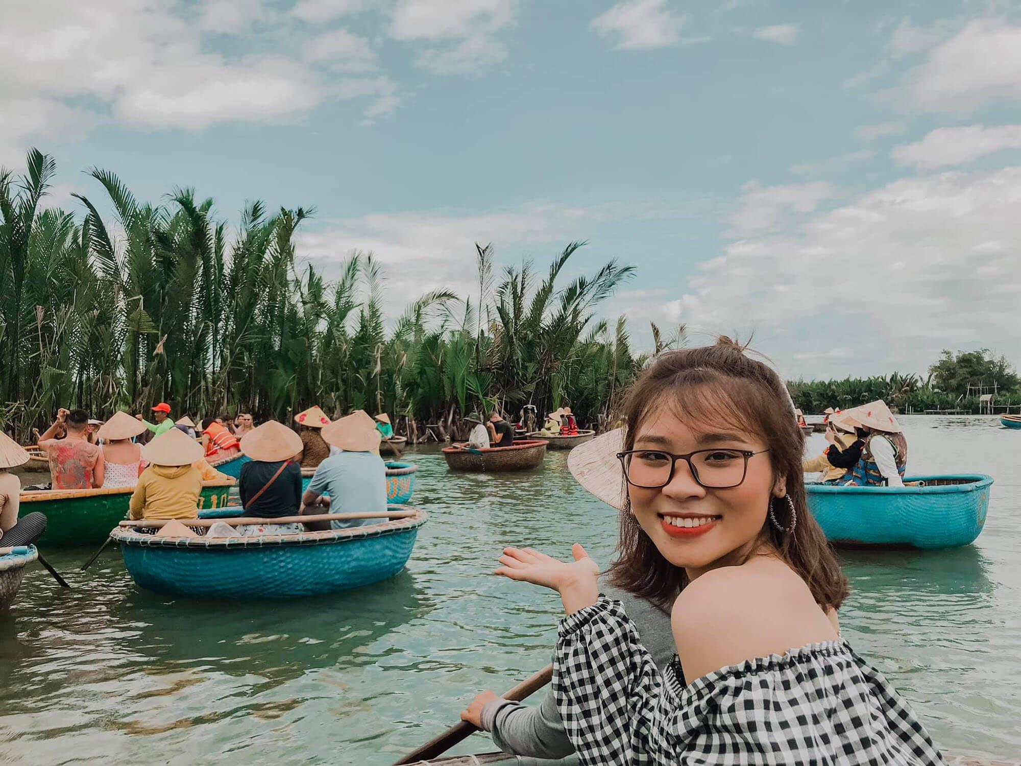 Review Chuyen Du Lich Hoi An Da Nang Cua 02 Co Ban Than Rung Dua Bay Mau 07