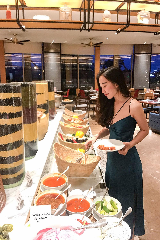 5 Ly Do Ban Khong The Bo Lo Tiec Buffet Hai San Toi Thu Sau Hang Tuan Tai Nha Hang Brasserie Nam Hilton Danang 010