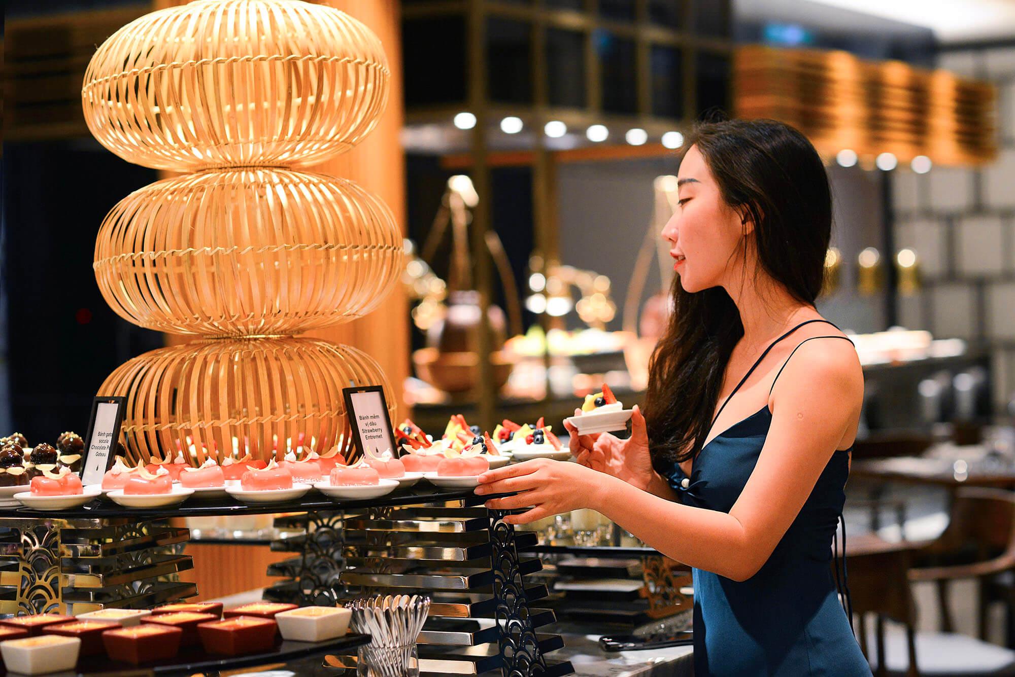 5 Ly Do Ban Khong The Bo Lo Tiec Buffet Hai San Toi Thu Sau Hang Tuan Tai Nha Hang Brasserie Nam Hilton Danang 013