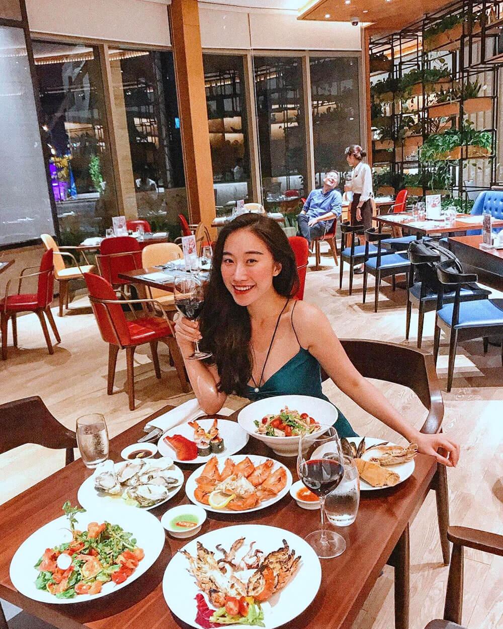 5 Ly Do Ban Khong The Bo Lo Tiec Buffet Hai San Toi Thu Sau Hang Tuan Tai Nha Hang Brasserie Nam Hilton Danang