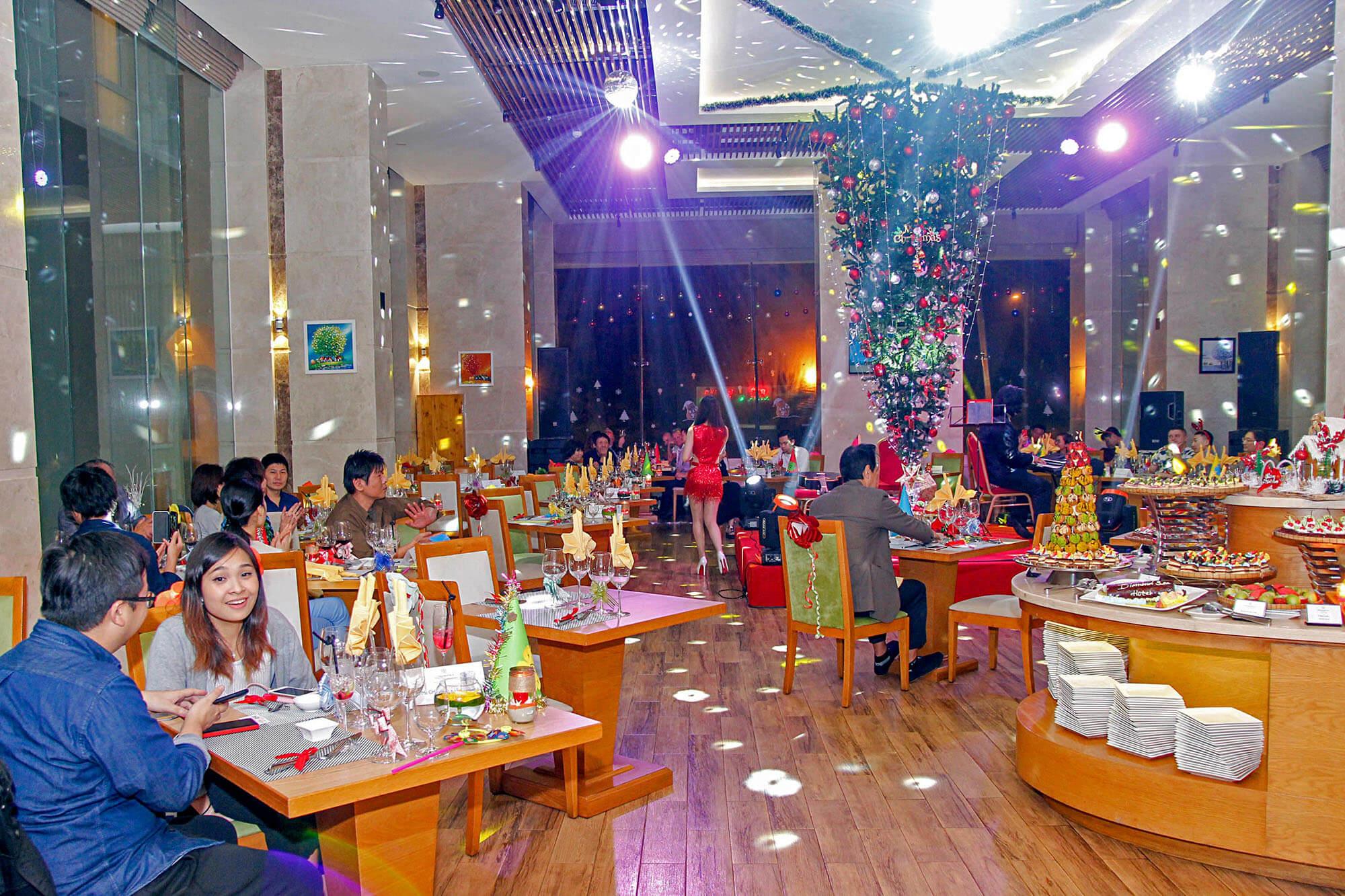Da Tiec Giang Sinh Va Nam Moi Tai Khach San Diamond Sea Hotel Danang 004