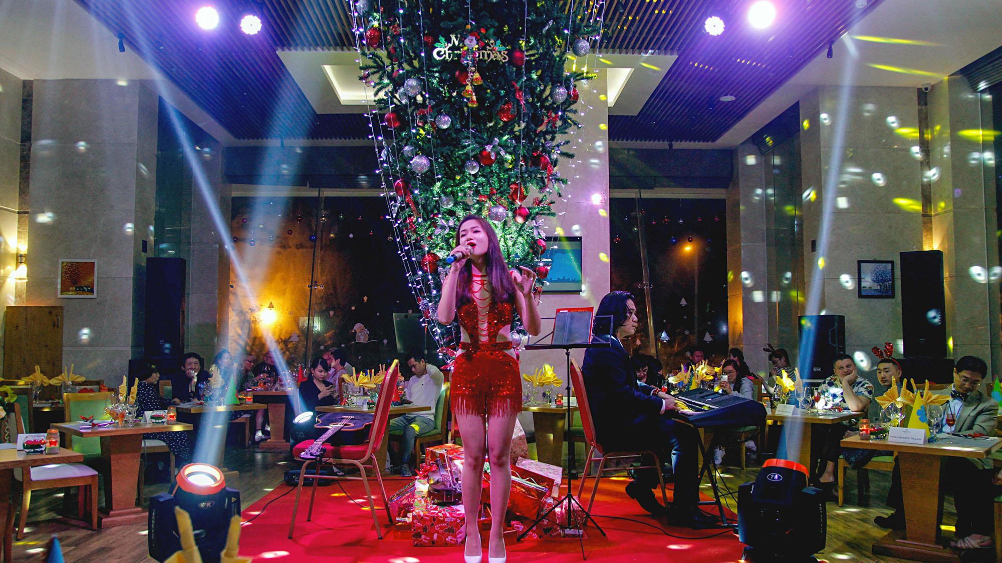 Da Tiec Giang Sinh Va Nam Moi Tai Khach San Diamond Sea Hotel Danang Cac Su Kien Noi Bat Da Nang Thang 11 Chao Mua Dong