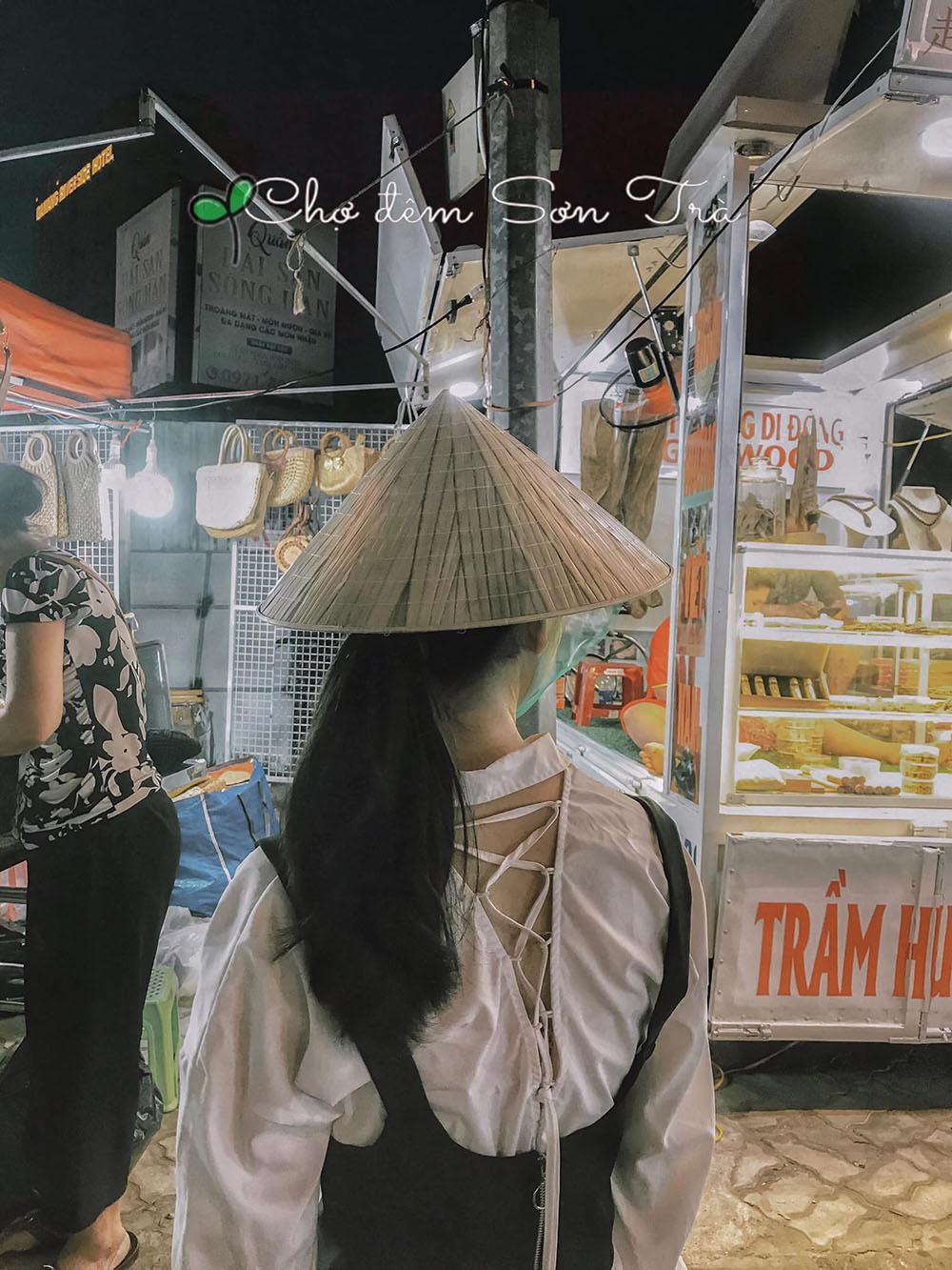 Cho Dem Son Tra Review Da Nang Hue Hoi An 5n4d Chuyen Di Thanh Xuan Cua Nhom Ba Con Ca Duoi 03