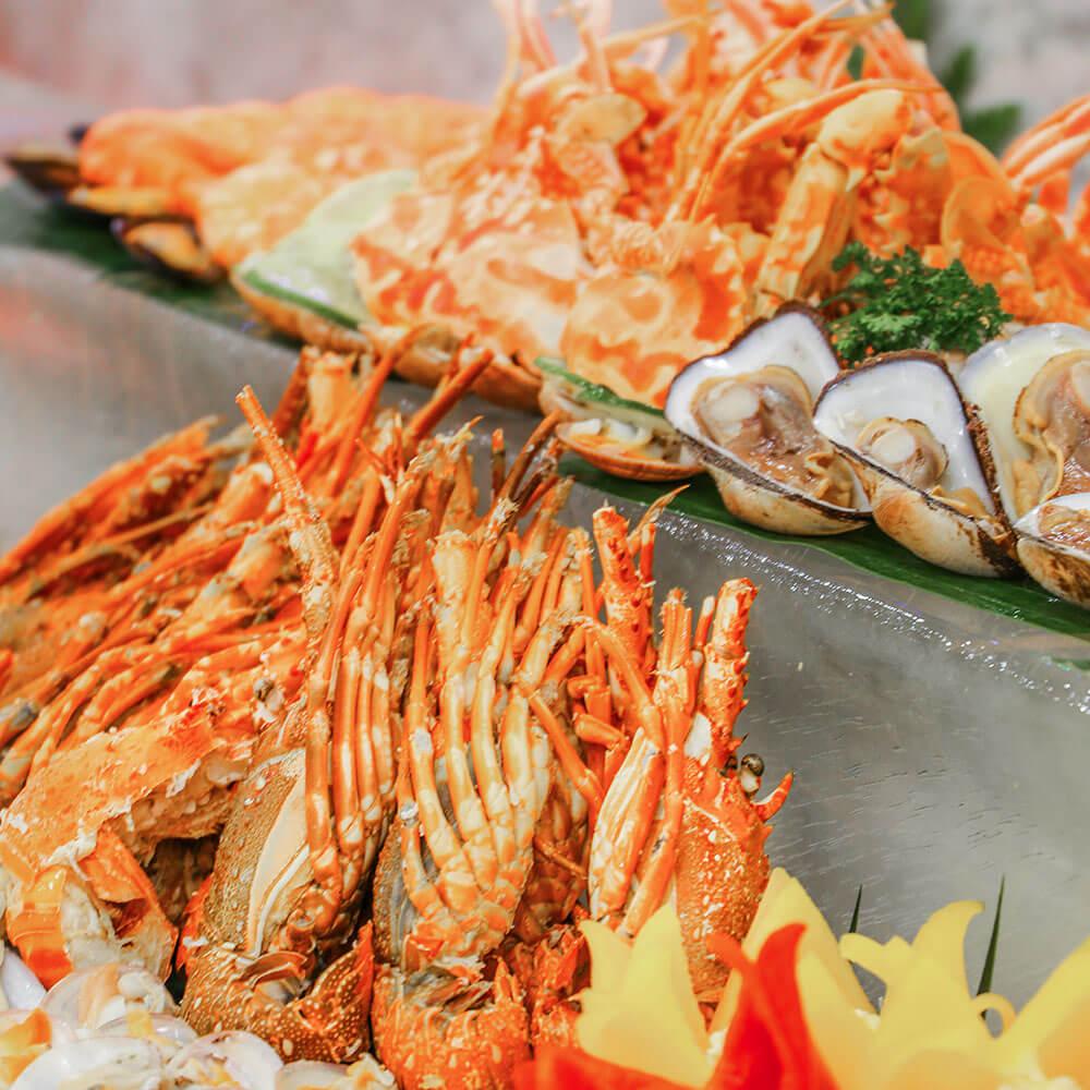 Ruc Ro Sac Mau Mua Le Hoi Tai Khach San Danang Golden Bay 014
