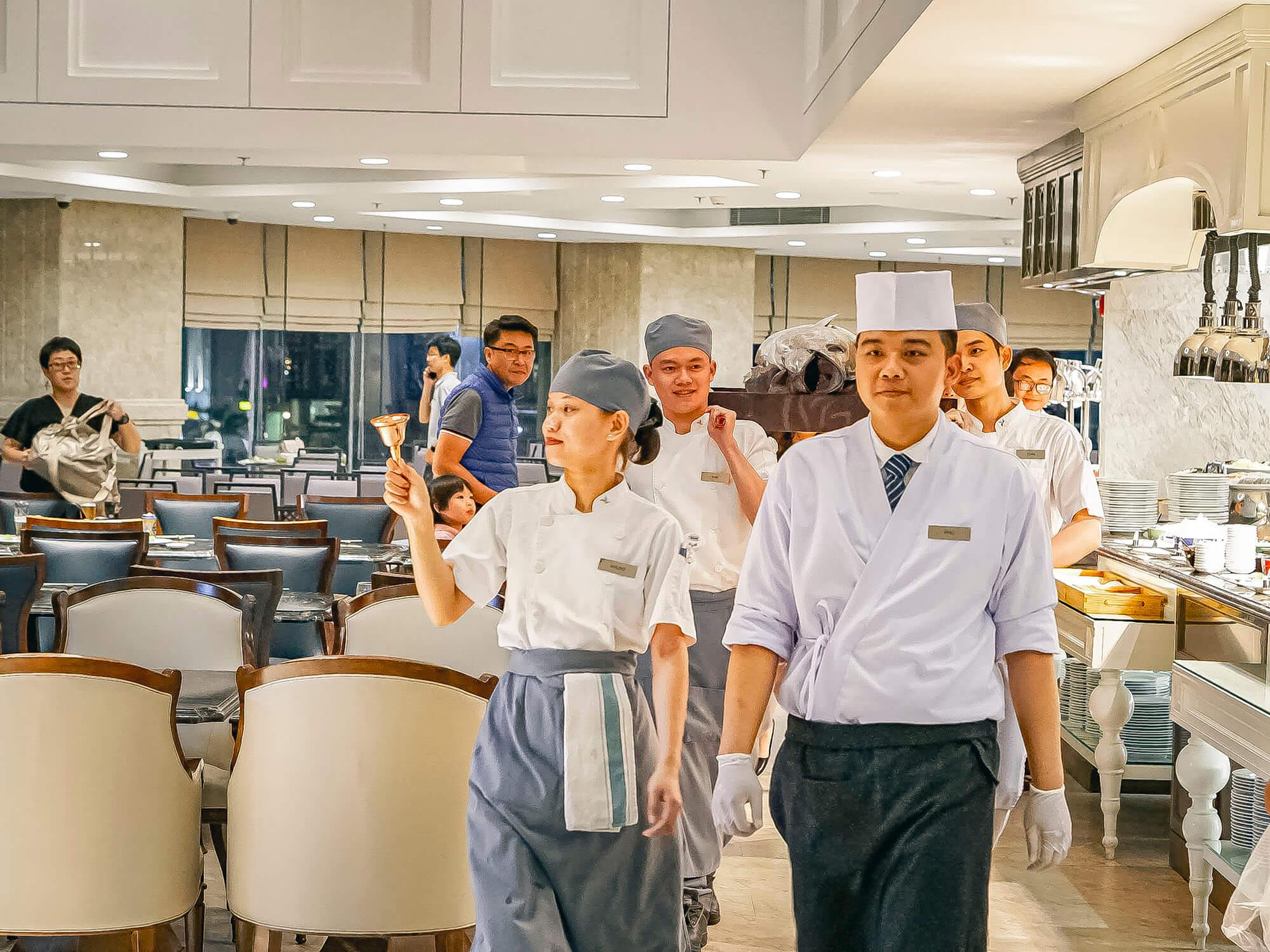 Man Nhan Dai Tiec Buffet Nhat Ban Voi Phan Trinh Dien Tuna Cutting Doc Dao Tai Four Points By Sheraton Danang 010